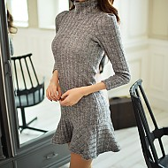 高领显瘦针织连衣裙